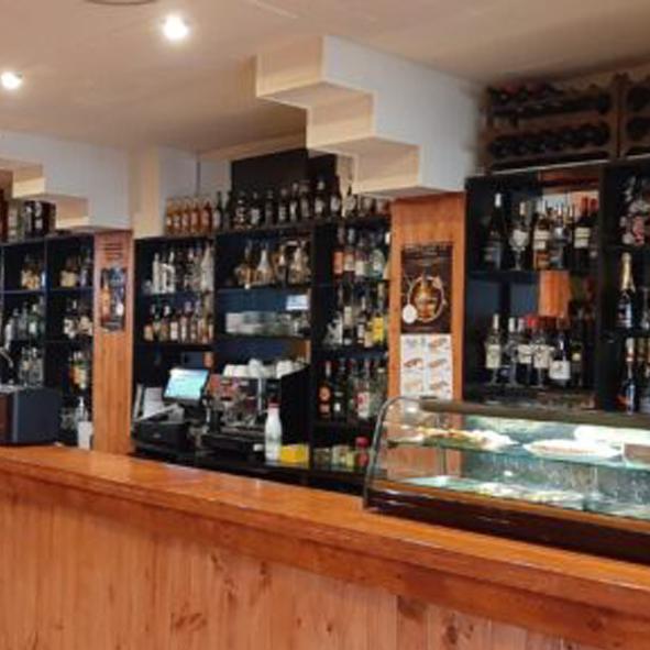 Saloon Istiu